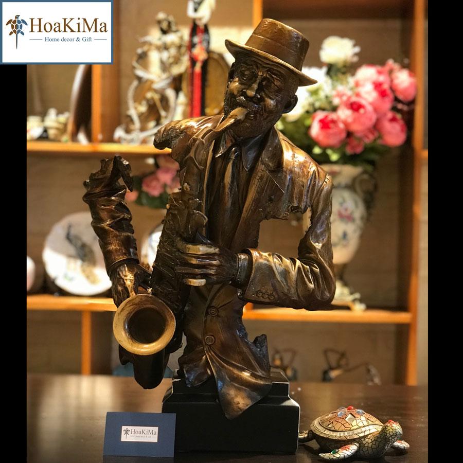 Tượng nghệ sĩ thổi saxophone