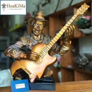 Tượng nghệ sĩ chơi guitar