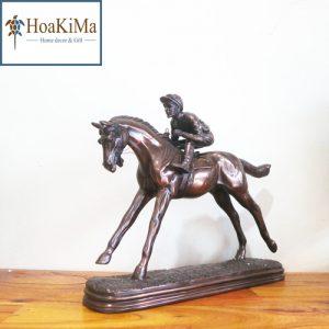 Ngựa đua trang trí