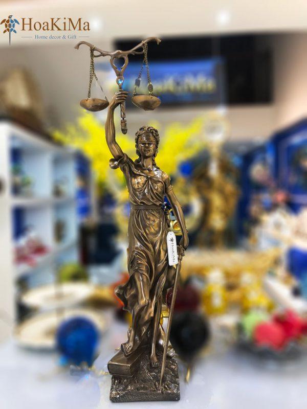 Tượng nữ thần công lý
