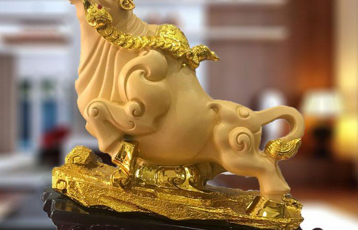 tượng trâu vàng phong thủy
